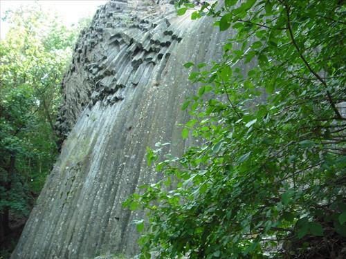 cadicovy-vodopad-nad-hradom-somoska